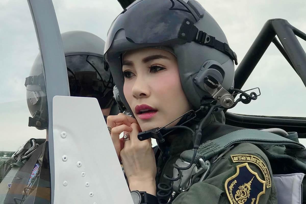 タイ国王勅命でシリーナート夫人の称号を剥奪、王室を追われる