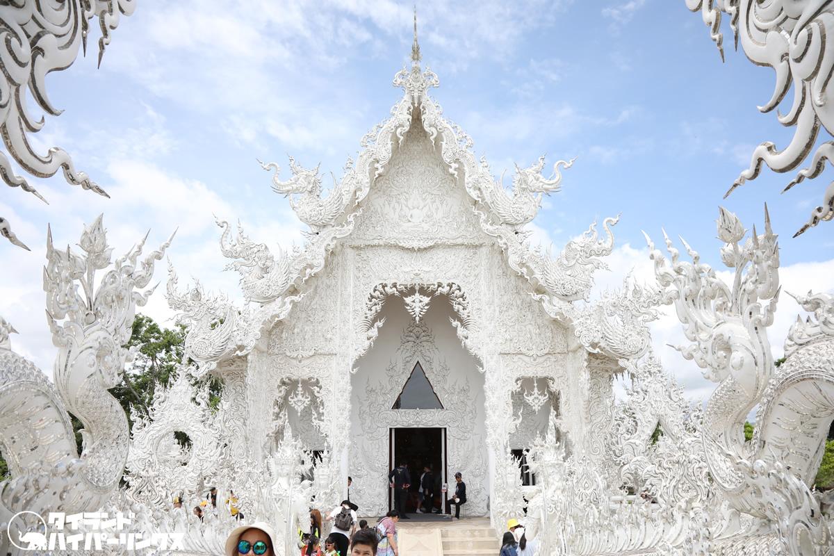 チェンライの白い寺院「ワット・ローンクン」