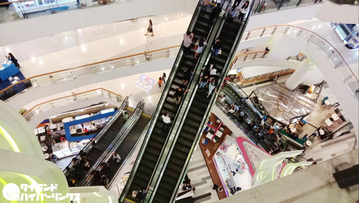 16歳少年、ショッピングセンターの吹き抜けで飛び降りて死亡