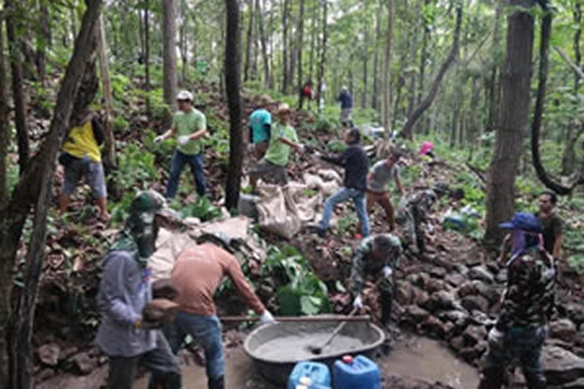 OKI、タイ・ランプーン県の森に環境保護のための水堰止め塀を設置