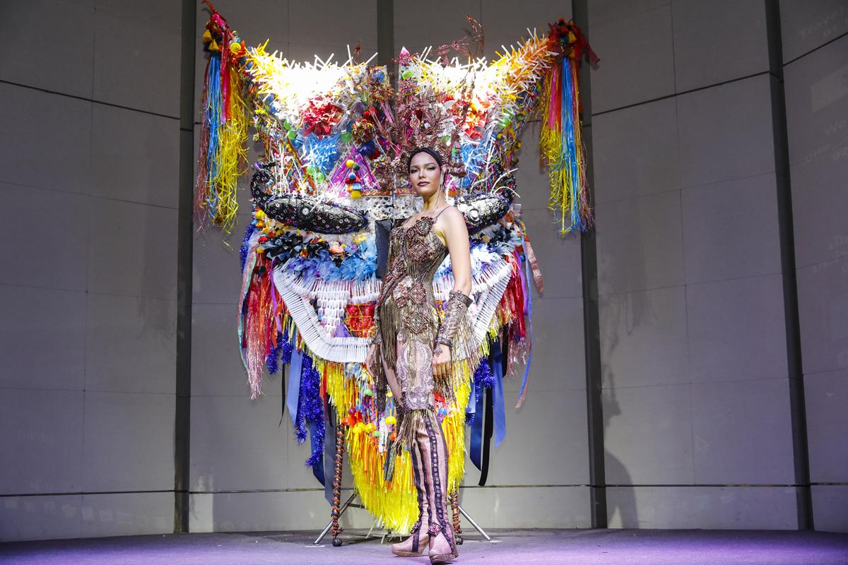 ミス・ユニバース2019タイ代表・ファーサイの衣装は「ピーターコン祭り」がモチーフ