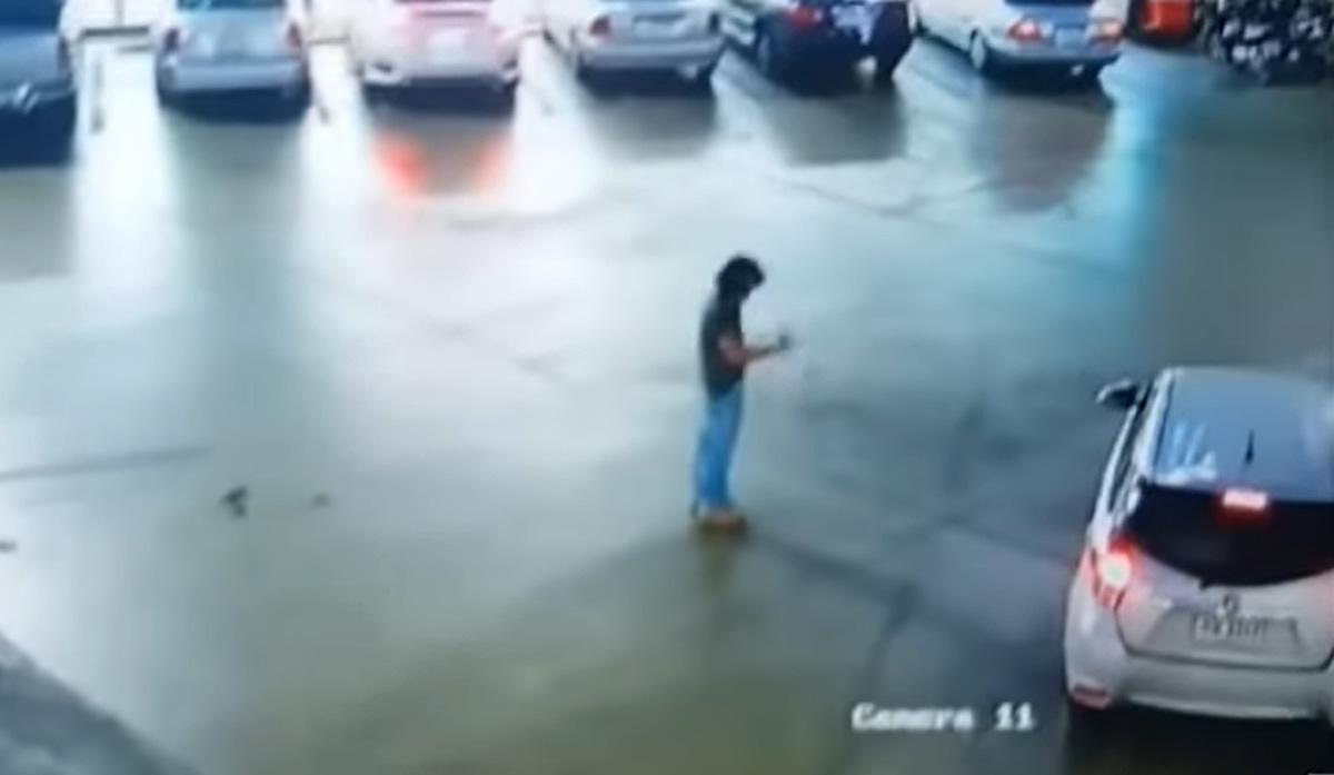 泥酔男性が警察に通報、「乗ってきた車が盗まれた」