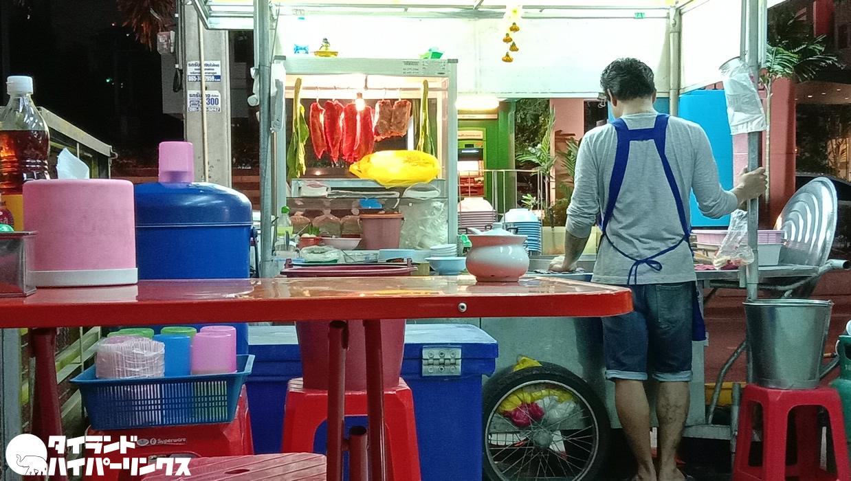 日本のラーメン映画を見て、タイのラーメンを食べる