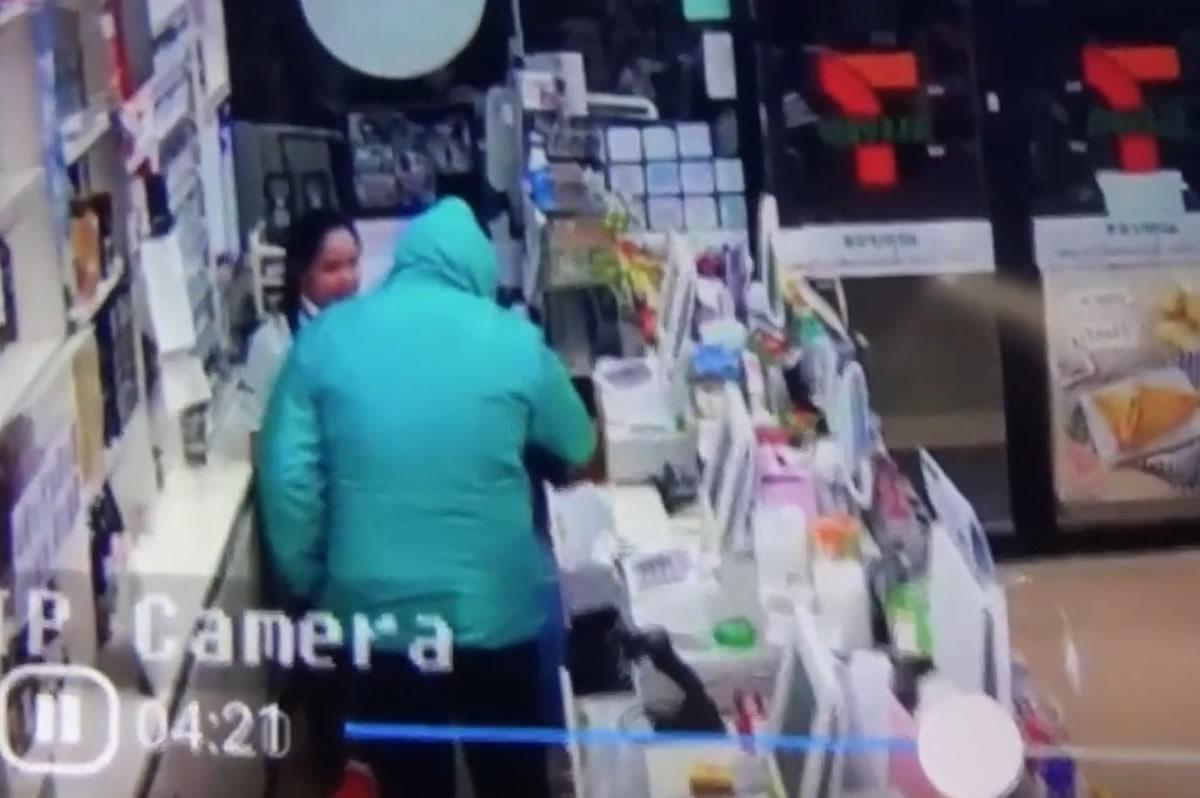 北タイのセブンイレブンに強盗、何も盗れずに逃走(動画あり)