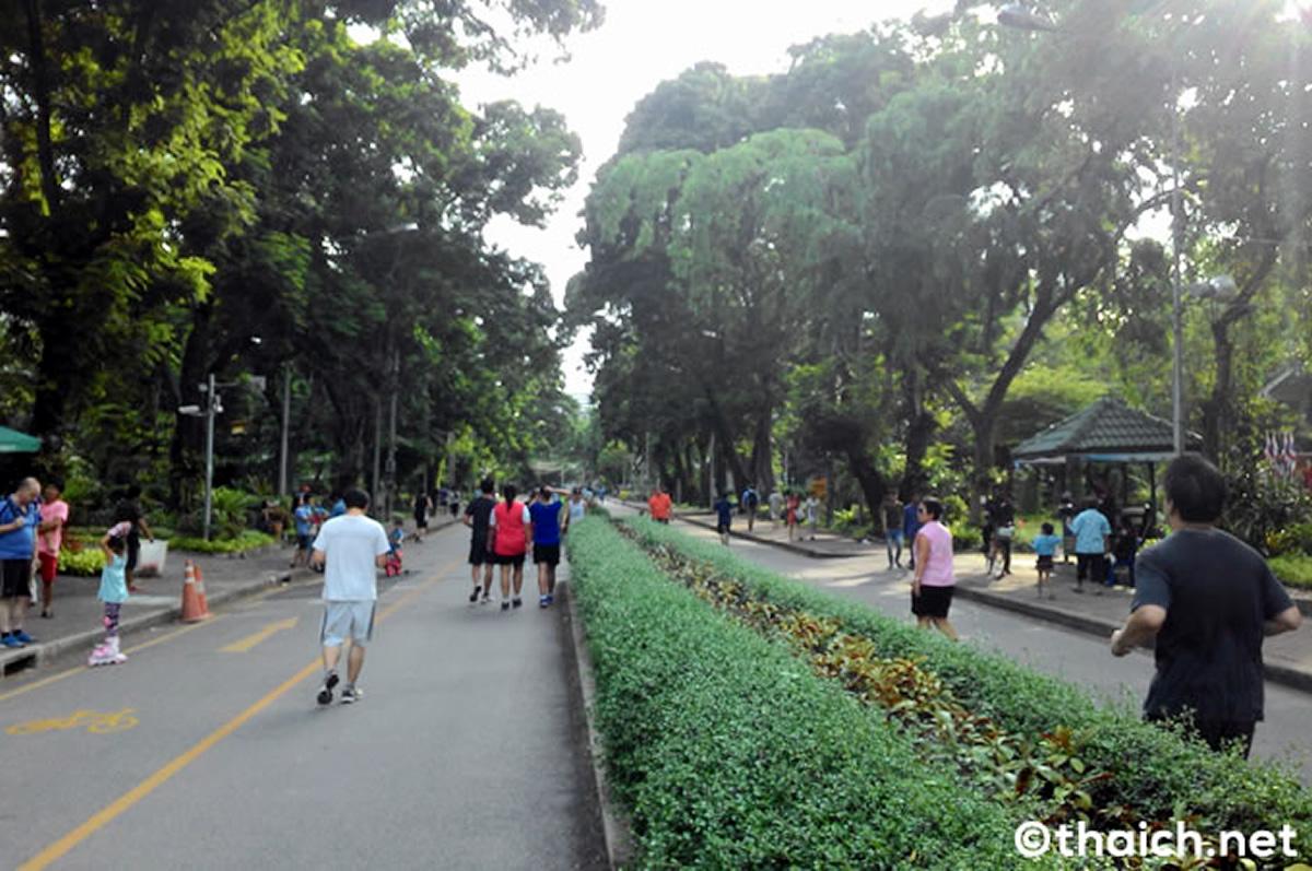 ルンピニ公園でジョギング中に倒れたタイ人男性の命を救った外国人男性