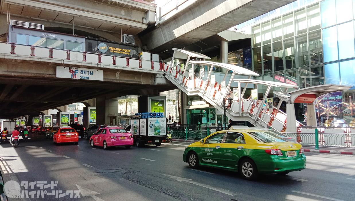 BTSサイアム駅前で乞食パックパッカー発見!逮捕されないでね!