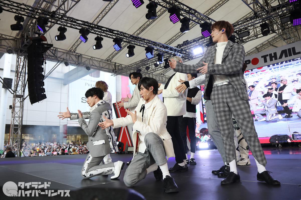 Snow Manが「ジャパンエキスポタイランド2020」のステージに登場!写真60枚!