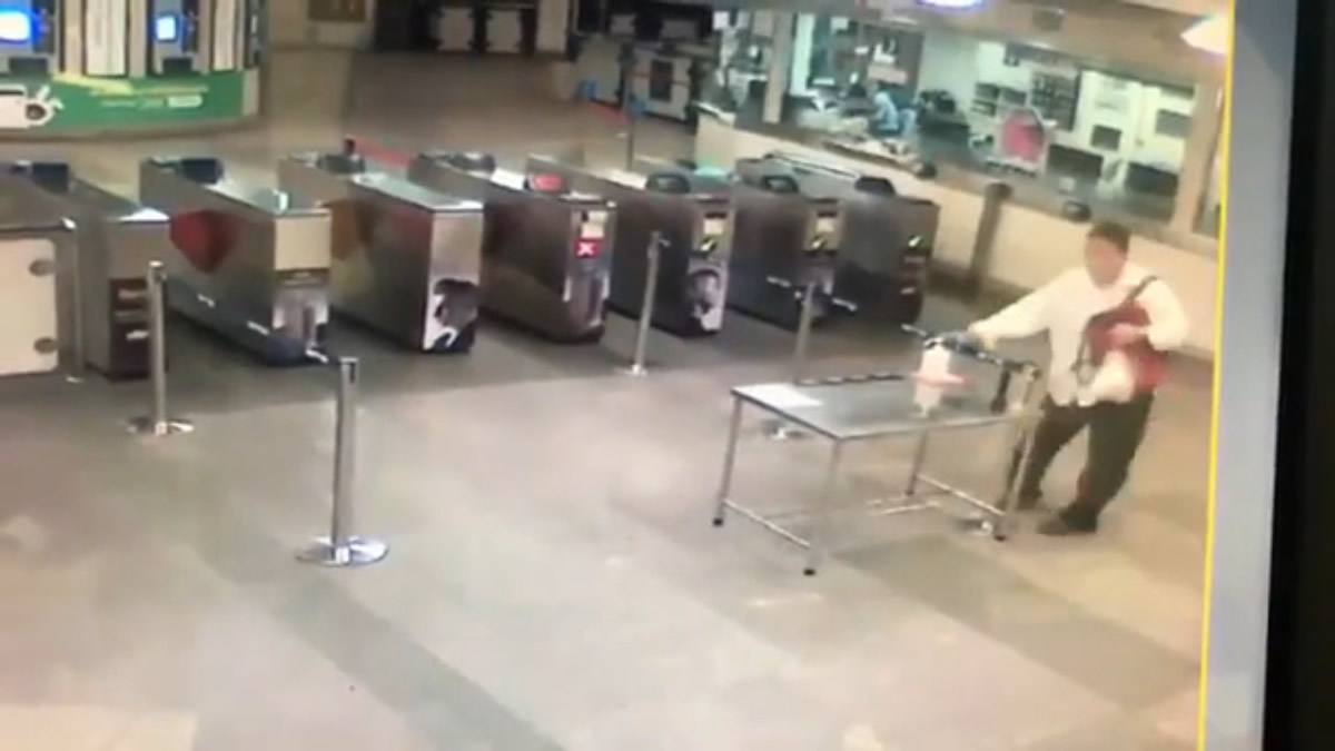 BTS駅に消毒ジェル泥棒現る!防犯カメラが犯人と犯行の瞬間を撮影