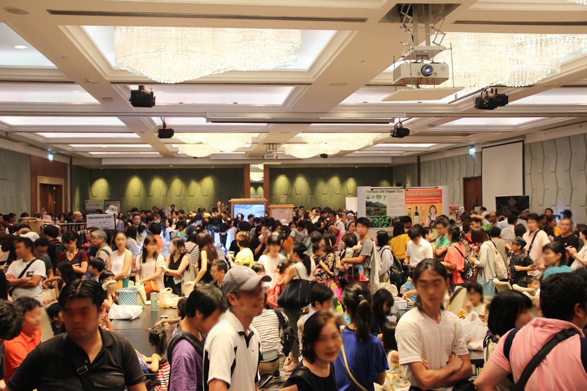 タイ国日本人会、チャリティー基金より総額137 万バーツを寄付