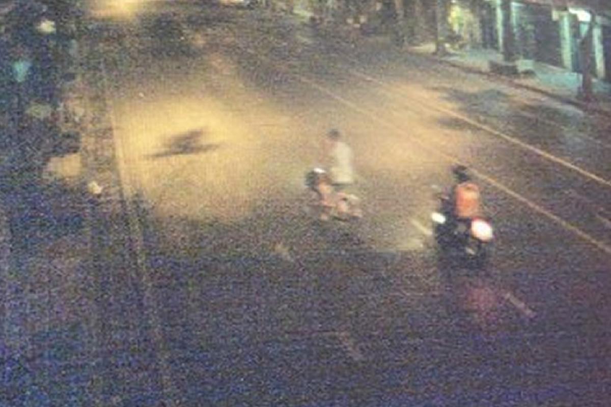 ひったくりバイタクを逮捕、自転車に乗った外国人からバッグ奪う