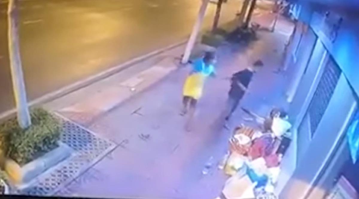 鬼畜2人組強盗、ホームレス老人を襲って5000バーツ強奪(動画あり)