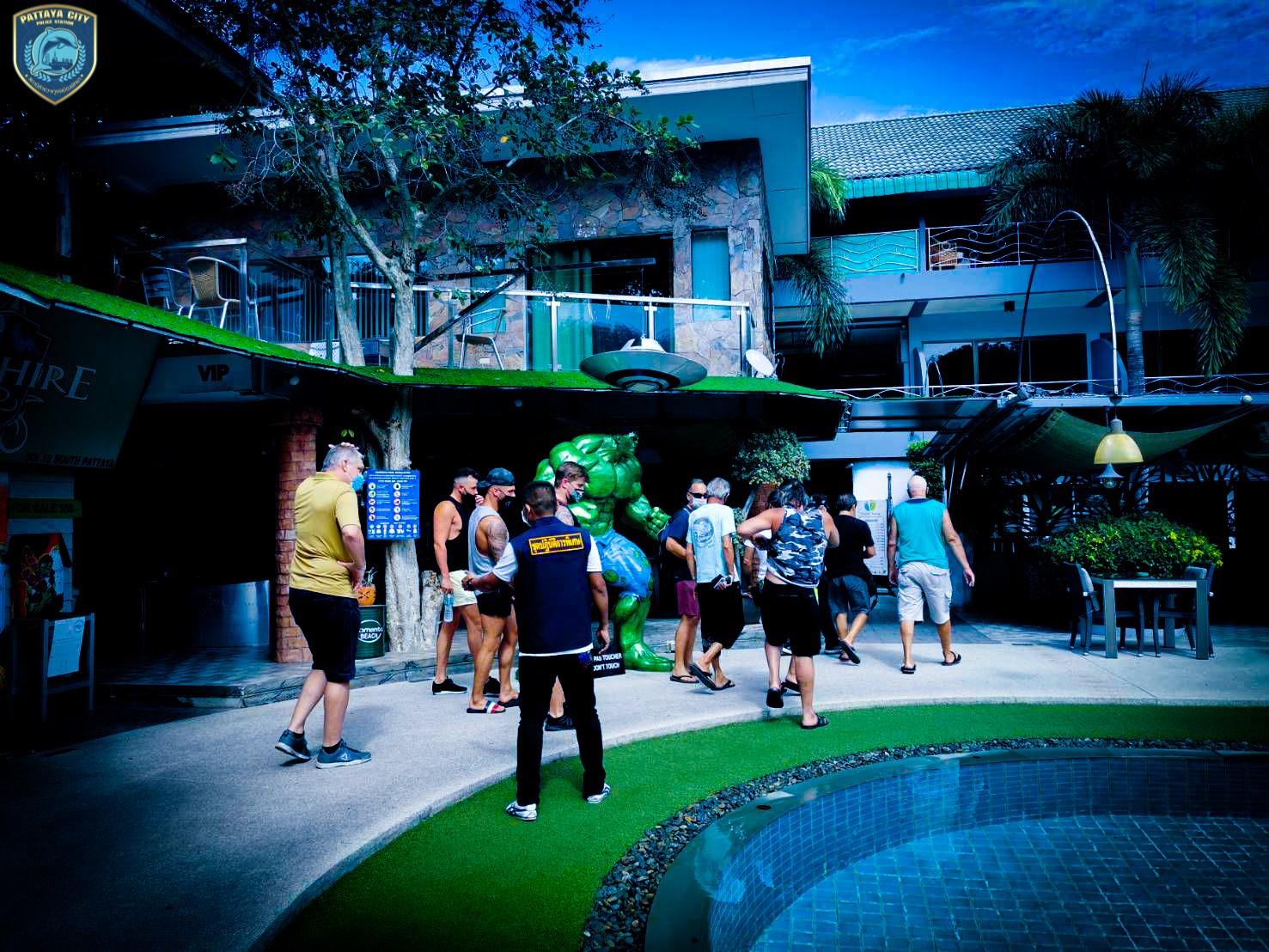 パタヤのホテルのプールサイドでパーティー開催、13人の外国人ら逮捕