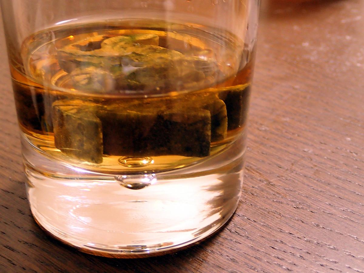 パタヤでレストラン摘発、アルコール販売違反と社会的距離違反