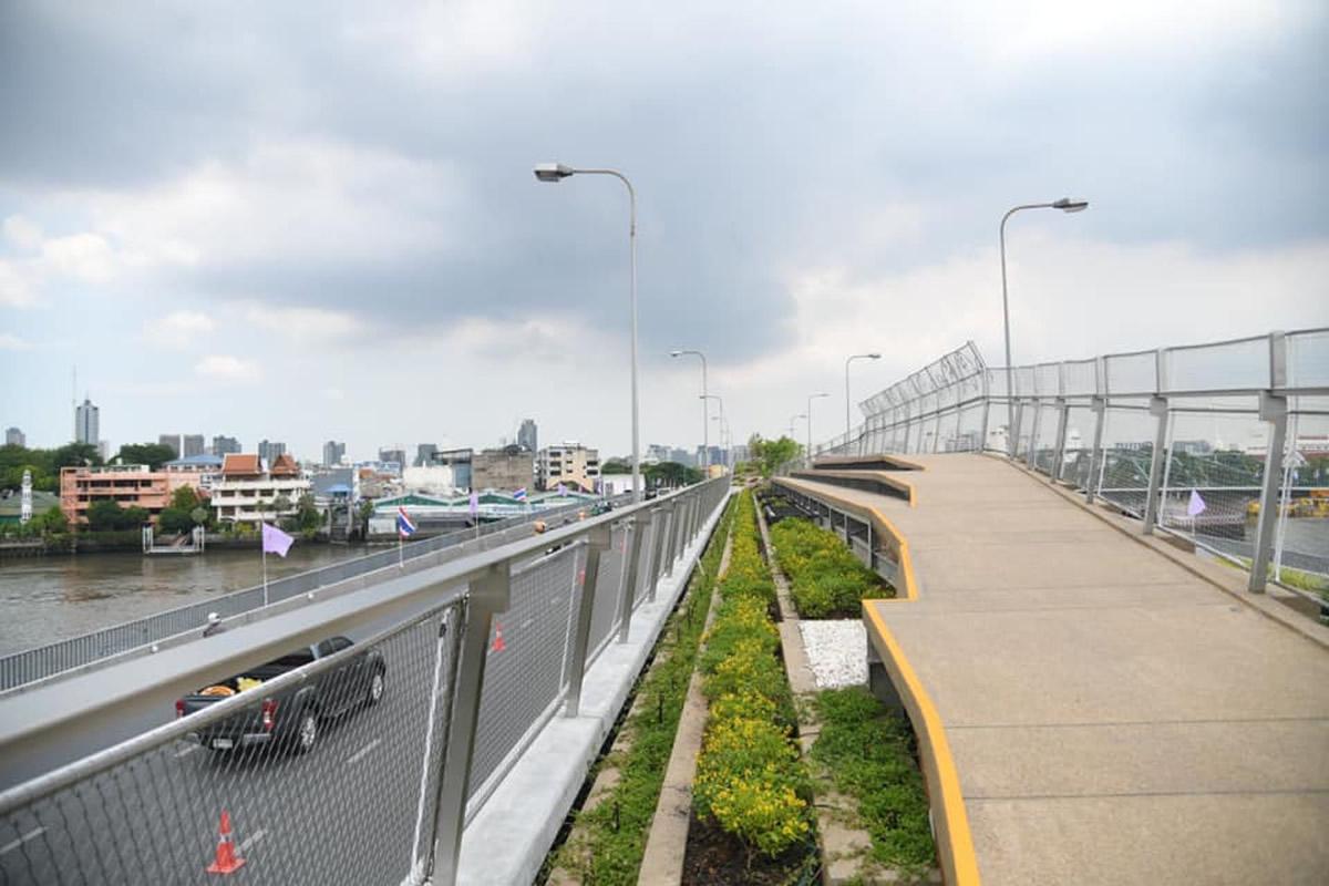「チャオプラヤー・スカイパーク」がオープン、30年間放置の橋が公園に再生
