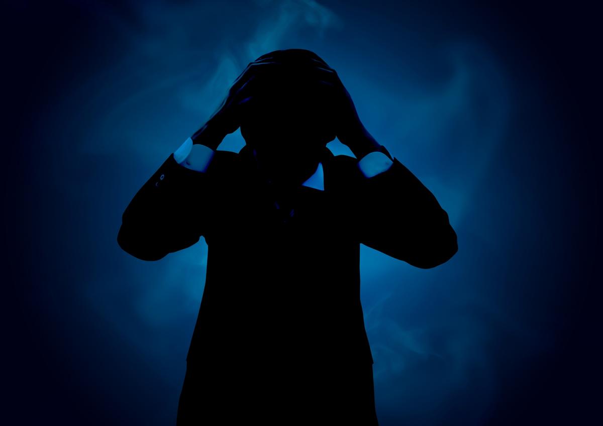 外国人の語学教師が首を吊って自殺、新型コロナのストレスか