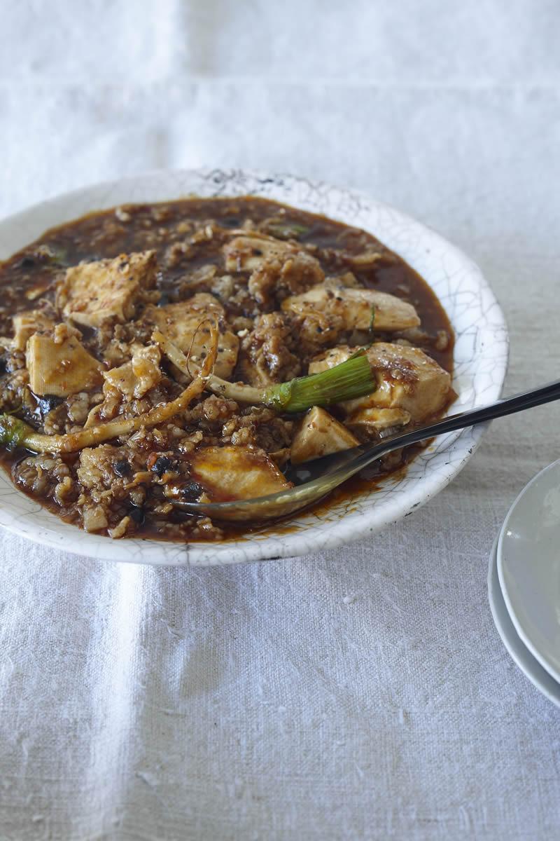 歯ごたえと風味が味わえる 「パクチーの根っこたっぷり! 四川風 マーボー豆腐」