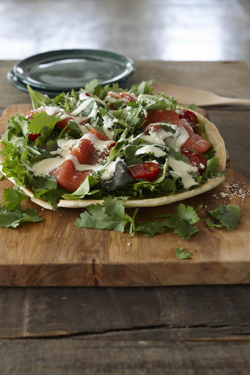 たっぷり野菜のハーモニーが楽しい 「パクチーサラダピザ」