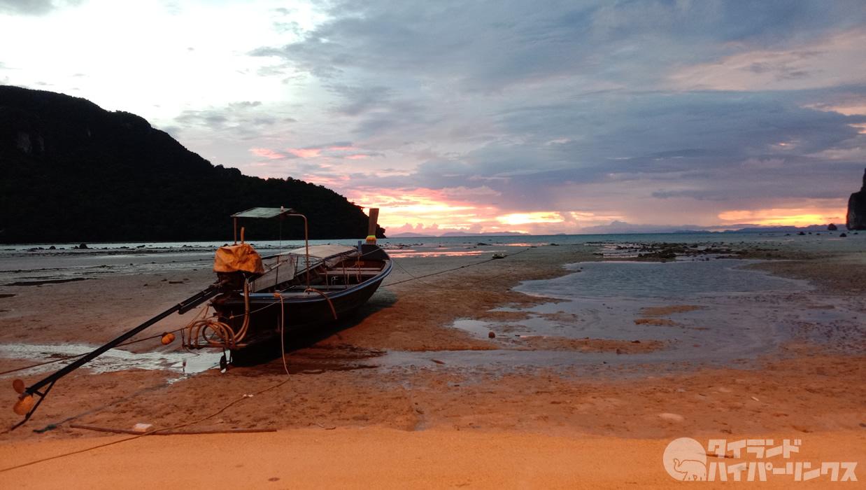 ピピ島「The ONLY Bar Phi Phi」から見る美しい夕焼け