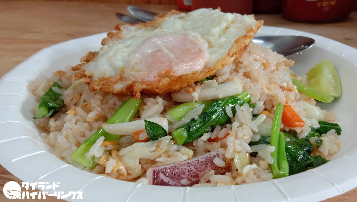 Padthai Phi Phi by Khun Niyom Branch 2のイカ炒飯