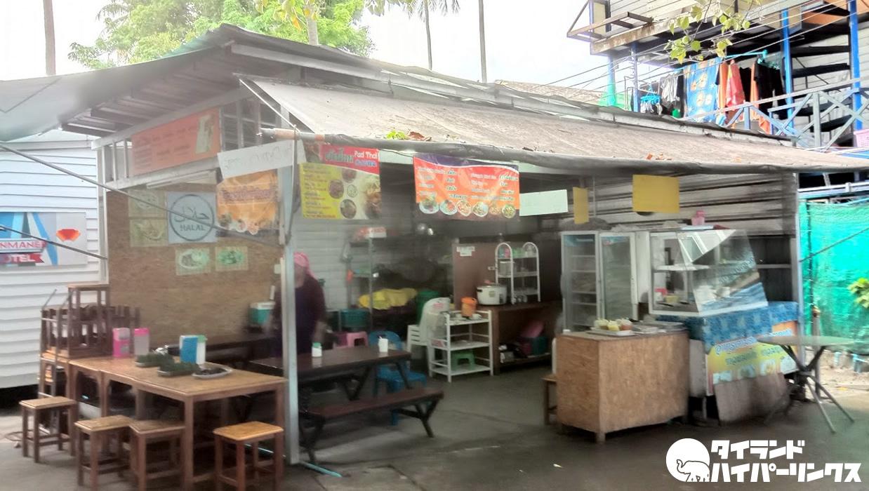 ピピ島でハラールタイ南部料理の朝食と練乳が沈んだ激甘コーヒー
