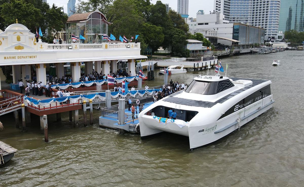 チャオプラヤー川で電動旅客船を導入