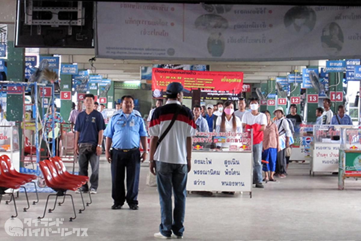 道行く人が一斉に立ち止まる タイの驚きの習慣とは【TVウォッチング】