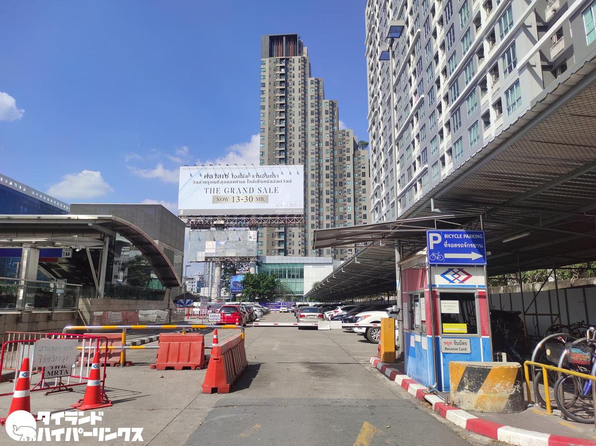 MRTホワイクワン駅の駐車場