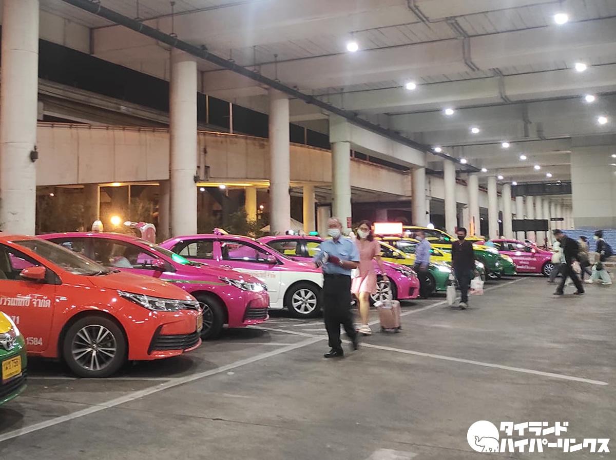バンコクのタクシーの荷物追加料金、空港発着のみに適用