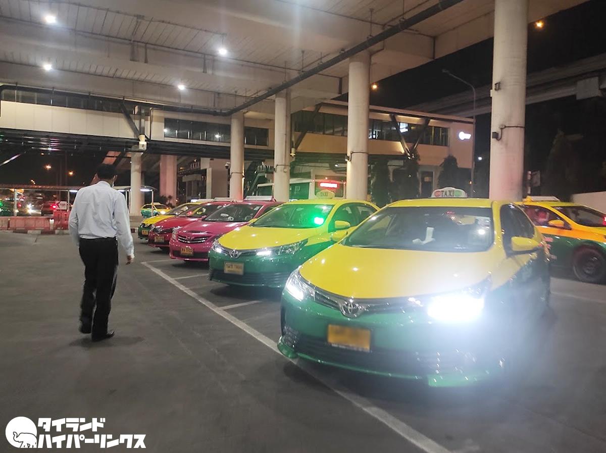 タクシー配車サービスの自家用車使用が合法化へ、タクシー業界は不公平と反発