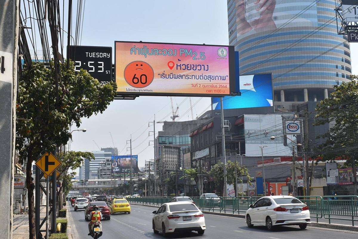 【PM2.5】バンコクの大気汚染レベルを電光掲示板にリアルタイム表示