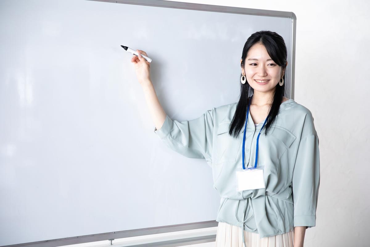 タイ労働省、外国人教師への労働許可証発行の厳格化を指示