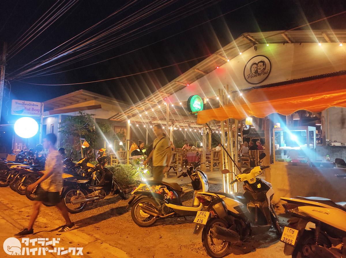 夜はファランで満席「プンプイ レストラン」@パンガン島