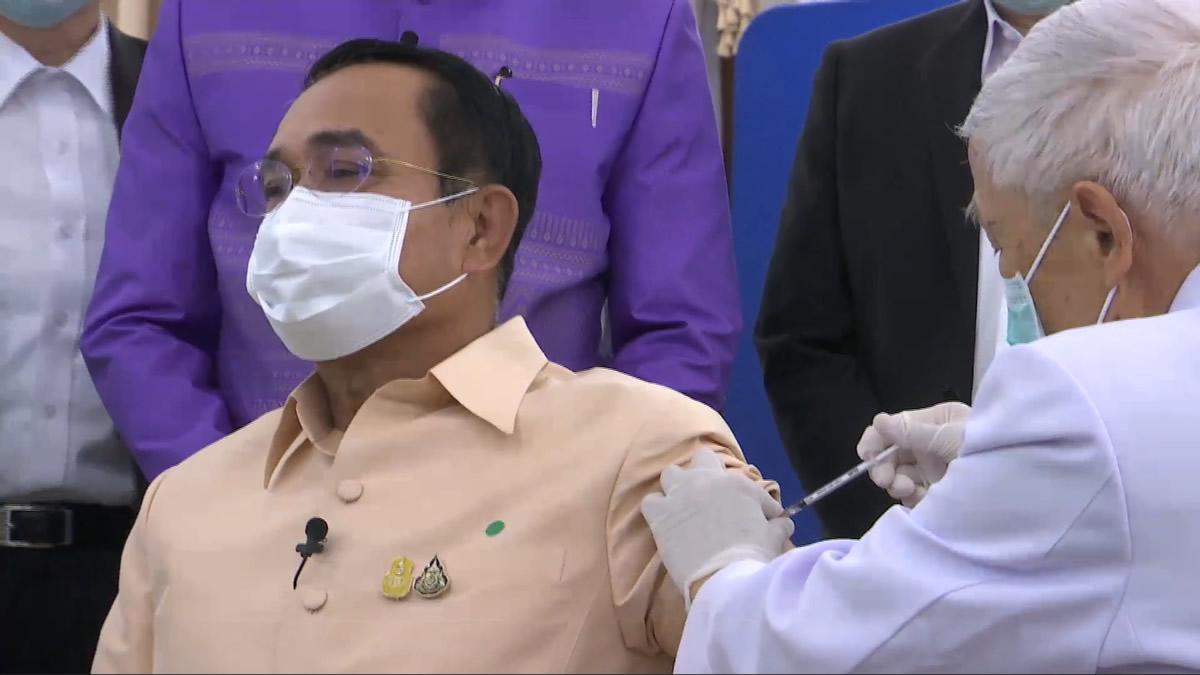 プラユット首相ら、アストラゼネカ製ワクチン接種の様子を生中継