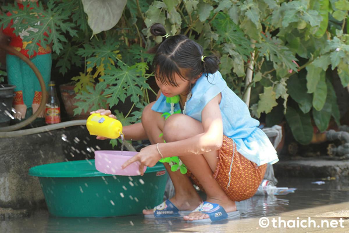 2021年のタイ正月は水かけ・粉かけ・泡パーティー禁止