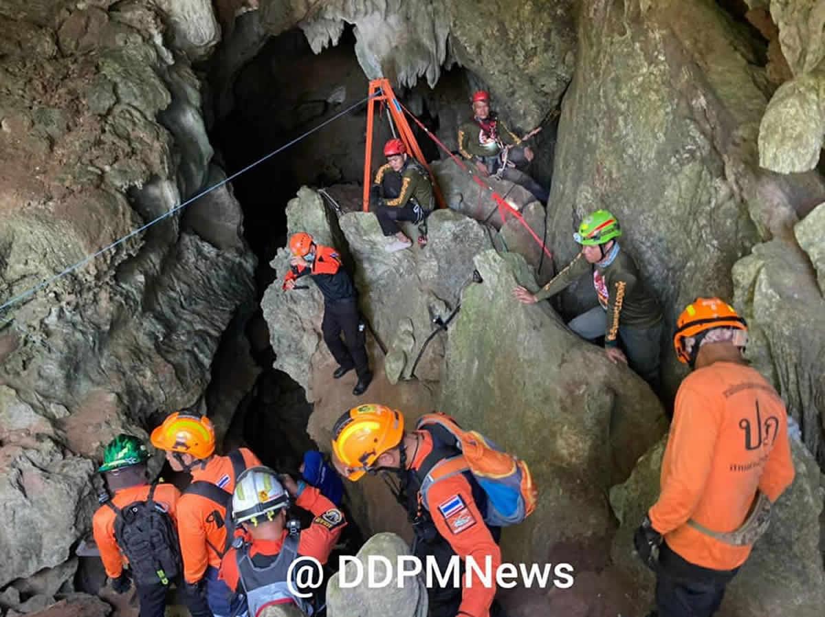 雨水が流れ込んだプラサインガーム洞窟から僧侶を救助