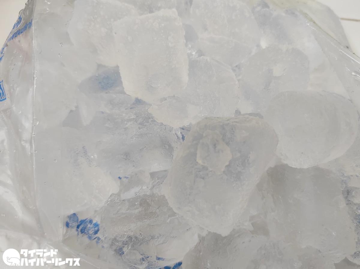 サムットプラカーン保健当局「氷を使わないで!」、製氷工場クラスター発生で