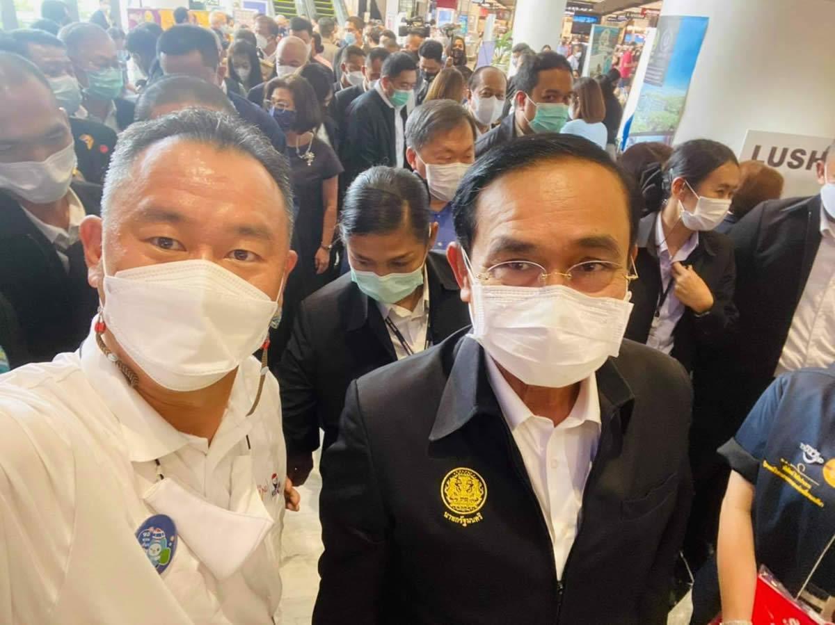 首相と自撮りの会長が陽性、首相は自宅検疫入り
