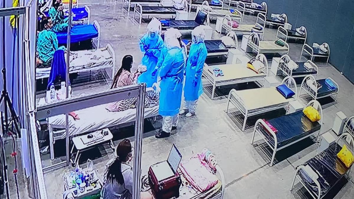 新型コロナ仮設病院で誕生日ケーキ、PPEの看護師さんが「ハッピーバースデー!」