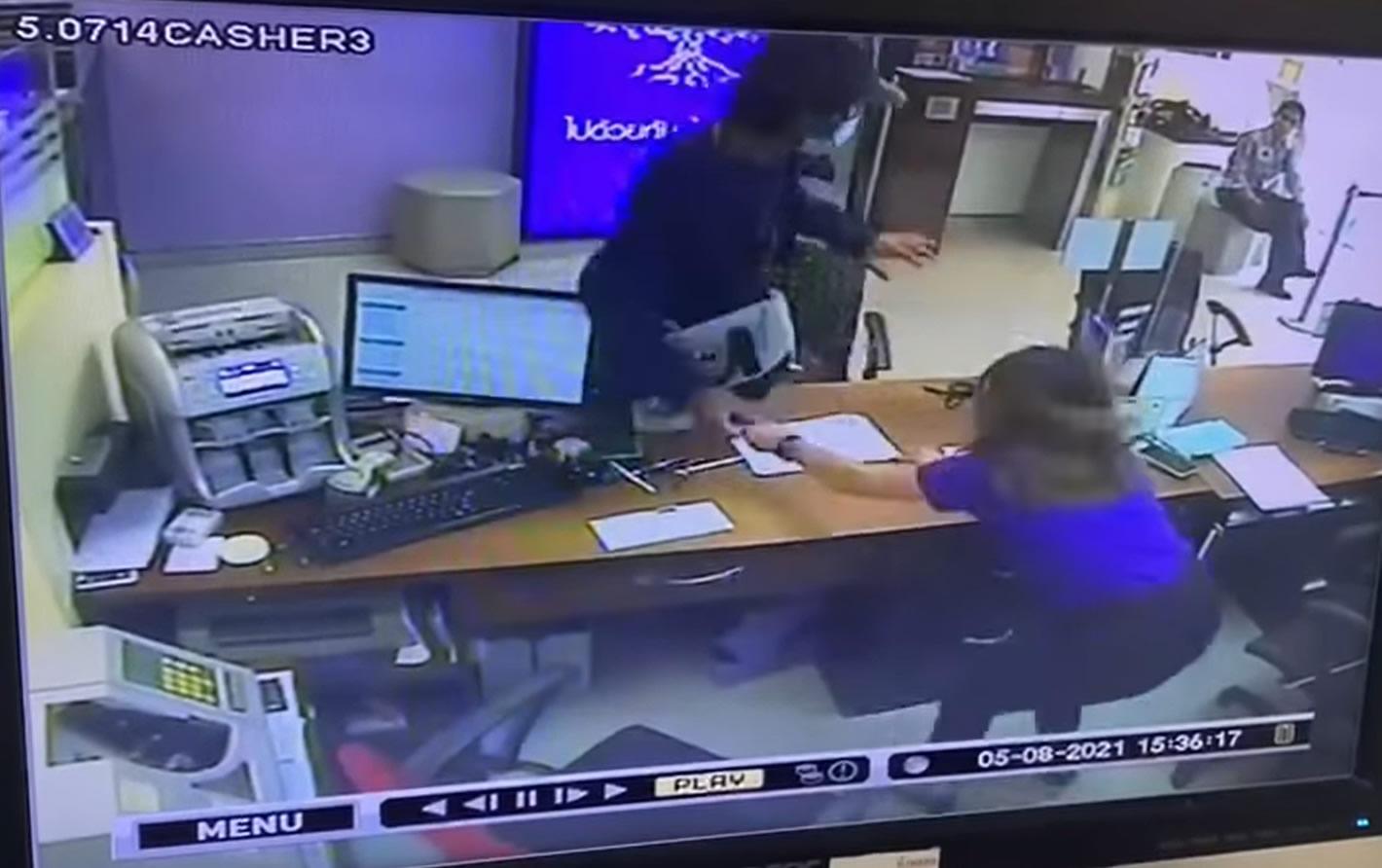 チェンマイで銀行強盗、カウンターを乗り越えて1万バーツ奪う