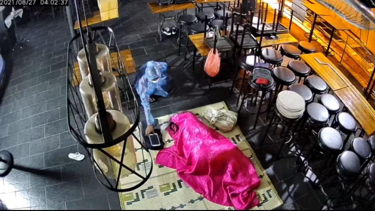 パタヤビーチ通りソイ7のバーに忍び込み、スマホとタブレットを盗む(動画あり)