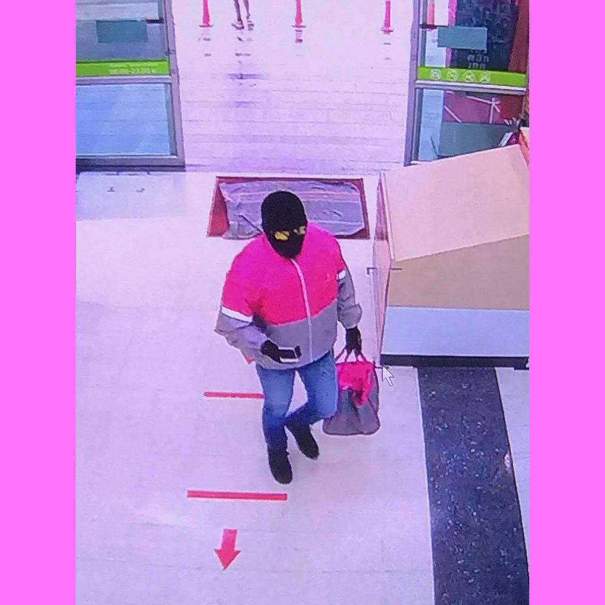 ゴールド強盗は現職警察官、パンダのジャケットはカモフラージュ