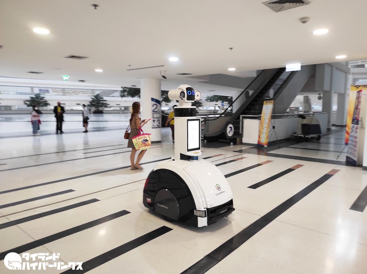 タイ政府総合庁舎にロボット出現!