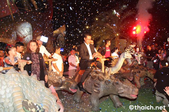 バンコク・スクンビット通りに恐竜がやって来た!「Dinosaur Planet」が遂にオープン