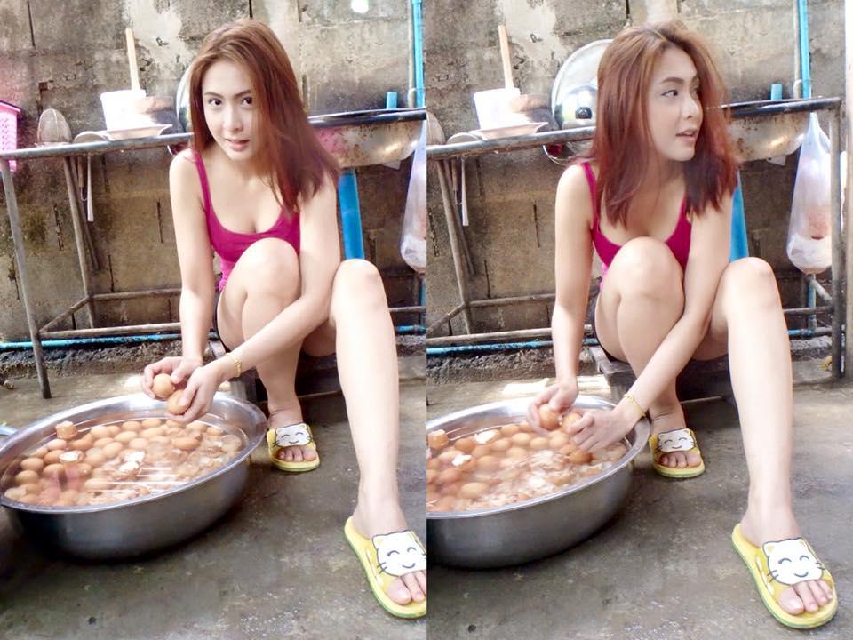 バンコクのタイ料理屋台で美人でセクシーな店員さんが発見された