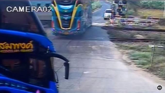 bus shototsu densha
