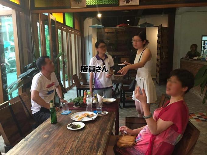 レストランに言いがかりをつけて値切る中国人親子がタイ・チェンマイに出現