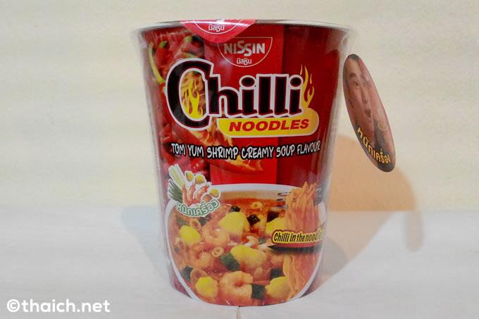 スープが唐辛子で赤い・・・「カップヌードル トムヤムクン・ナムコン味」