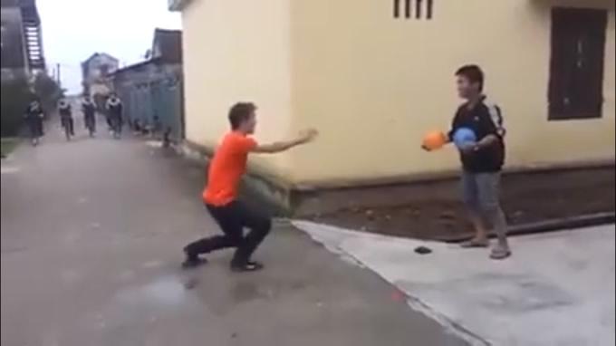爆笑ドッキリ動画!タイでは本当にあり得る銃の恐怖