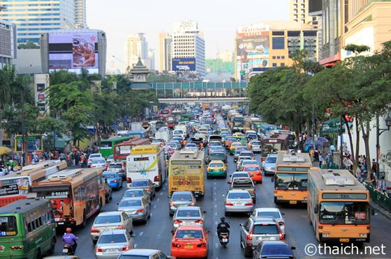 タイでの無免許運転の罰則を強化へ、罰金は最高千バーツから5万バーツに変更