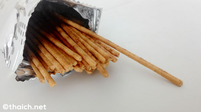 タイ料理の極細プリッツ「パットチャータレー(シーフードのピリ辛炒め)味」がタイで新発売